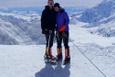 Everest'in tepesini görmek için eşini ölüme terk etti!