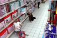 Marketteki kadını cin çarptı! Görenler gözlerine inanamıyor