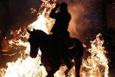 Atlar ateş üstünde günahlarından arındı!