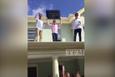 Kızın kafasına çatıdan televizyon fırlatan adam