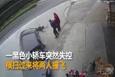 Korkunç kaza kamerada! Yol kenarındaki yaşlı çifte böyle çarptı