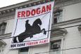 Viyana büyükelçiliğine yapılan pankartlı saldırının videosu yayınlandı