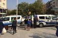 Hareketli anlar: Tacizciyi linçten polis kurtardı!