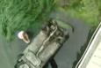 Amasya'da korku dolu anlar! Irmağa atlayarak otomobildeki aileyi kurtardı