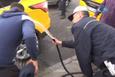 Polis önce biber gazı sıktı sonra yüzlerini yıkadı