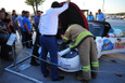 Ralli aracına sıkışan kediyi itfaiye kurtardı!