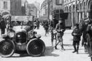 1927 yılında araçlar bakın nasıl park edilirdi