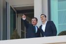Davutoğlu Köşk'ün balkonunda Çipras'a Ankara'yı anlattı