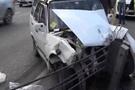 Metrobüs yolunda feci kaza! İkiye ayrıldı