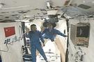 Çin'in 'astronot gazetecileri' uzaydan bildirdi