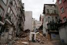 Beyoğlu'nda 5 katlı bina çöktü! Enkaz altında...