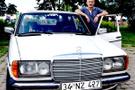 Kemal Sunal'ın Mercedes'ine gözü gibi bakıyor