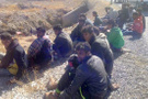 Hakkari'de kamyonet devrildi: 65 yaralı