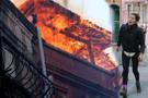 Beyoğlu'nda 3 katlı bina kül oldu!
