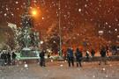 İstanbul'da kar yağışı başladı Meteoroloji uyarı geçiyor