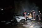 Ankara'da park halindeki 4 araç yandı