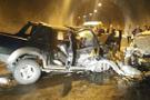 Artvin'de tünelde iki araç kafa kafaya çarpıştı: 3 ölü