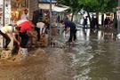 Aniden bastıran yağmur İzmir'i felç etti!