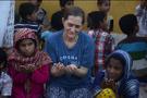 Müslüman olan İngiliz kadın Pakistan'da 500 yetime bakıyor