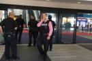 ABD'de havaalanı boşaltıldı! Polisi boynundan bıçakladı