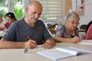Torunları için 70 yaşında ingilizce öğreniyorlar