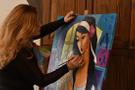 14 milletten kadının portrelerini çizdi