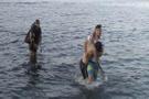 Boğulma tehlikesi geçiren kişiyi dalgıçlar kurtardı!