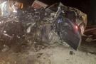 Otomobille minibüs çarpıştı ölenler var