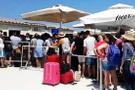 Türk turistler gümrükte saatlerce bekledi
