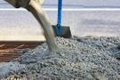 Dayakçı kocasını öldürüp üstüne beton döktü