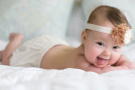 Bebeklerin sürekli dil çıkarmasının sebebi sandığınız gibi değilmiş!