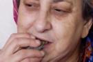 Herkesi şoke etti bu kadın 50 yıldır beton yiyor