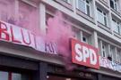 Almanya'da PKK yandaşları SPD binasını bastı!