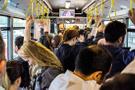 Metrobüste bir taciz skandalı daha! Genç kızın kalçasına...