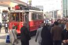 12 yaşındaki kızı tramvaydan attılar