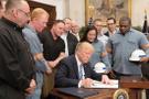 Trump dünyayı kızdıran imzayı attı