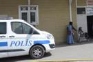 İnanılmaz olay! Gözaltındaki şüpheliyi polislerin arasında öldürdüler