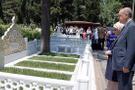Erdoğan, anne ve babasının mezarlarını ziyaret etti