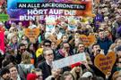 Berlin'de ırkçı karşıtları sokağa indi