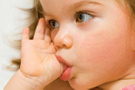 Çocuğum parmağını emiyor ne yapmalıyım?