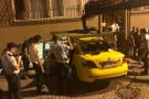 Taksi evin salonuna girdi: 2 yaralı
