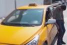 İstanbul'da taksi sürücüsünün görüntüsü şoke etti