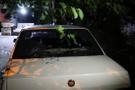 Tehlikeli gerginlik! 1 kişi bıçaklandı ev ve arabaları taşladılar