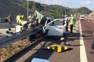 Otobanda bariyerlere ok gibi saplandı: 3 kişi öldü!