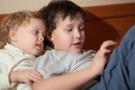 Uzmanlar uyarıyor! 3 yaş altı çocuklar telefondan uzak dursun