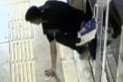 Yok böyle hırsızlık: Fare gibi girdiği iş yerini soydu!