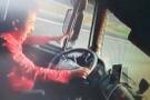 Şoförü uyuyan kamyonun çarptığı yaya feci şekilde öldü!