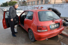 Otomobilinde hırsızı görünce şok yaşadı