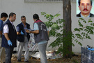 Okul müdürü damdan düştü öldü