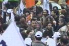 Polisten göstericilere sert müdahale